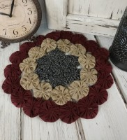 Rustic Patriotic Yo Yo Table Mat