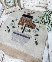 Handstitched Wool Applique Saltbox & Flowers Folk Cottage Table Runner
