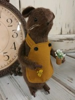 Rustic Potting Shed Garden Home Decor Mouse
